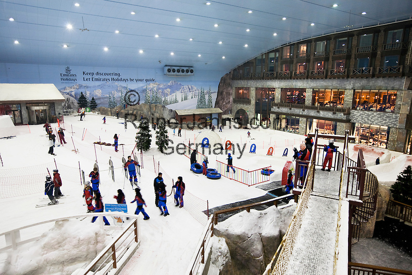 United Arab Emirates, Dubai: Ski Dubai, indoor ski resort, part of the Mall of the Emirates, largest shopping mall in the Middle East