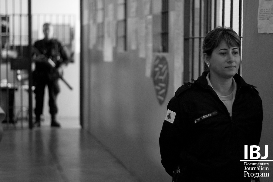 A woman stands guard at Floramar Prison in Divinopolis, Brazil that holds both male and female inmates and employs both male and female guards throughout the prison. IBJ Fellow Dr. Saliba is hoping to reach out to prison communities across Brazil to inform them of their right to habeas corpus.