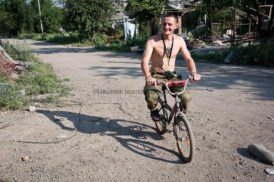 UKRAINE, Pisky: Vladimir is riding a child bike for fun just in front of the rear base.<br /> <br /> UKRAINE, Pisky: Vladimir roule &agrave; v&eacute;lo pour s'amuser juste en face de la base arri&egrave;re.
