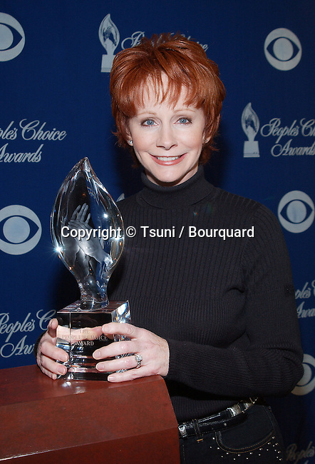 Reba McEntire was presenting the nominees for the 28th People's  Choice Awards at the Beverly Hilton in Los Angeles. November 27, 2001.           -            McEntireReba01.jpg
