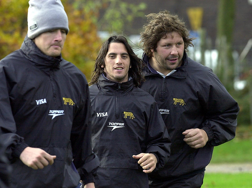 Photo Ken Brown.22.11.00 Argentina training at Richmond Rugby Club.A relaxed Agustin Pichot trains while the England team talk money
