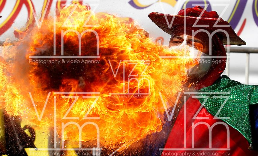 BARRANQUILLA-COLOMBIA- 26-02-2017: Gran Parada, Desfile Tradición del carnaval 2017. Carnaval de Barranquilla 2017 invita a todos los colombianos a contagiarse del Jolgorio general de una de las festividades más importantes del país y que se lleva a cabo del 9 hasta el 28 de febrero de 2016. / Gran Parada, Tradicion parade of the Carnaval 2017. Carnaval de Barranquilla 2017 invites all Colombians to catch the general reverly that make it one of the most important festivals of the country and take place until February 28, 2017.   Photo: VizzorImage / Santiago Perez / Cont