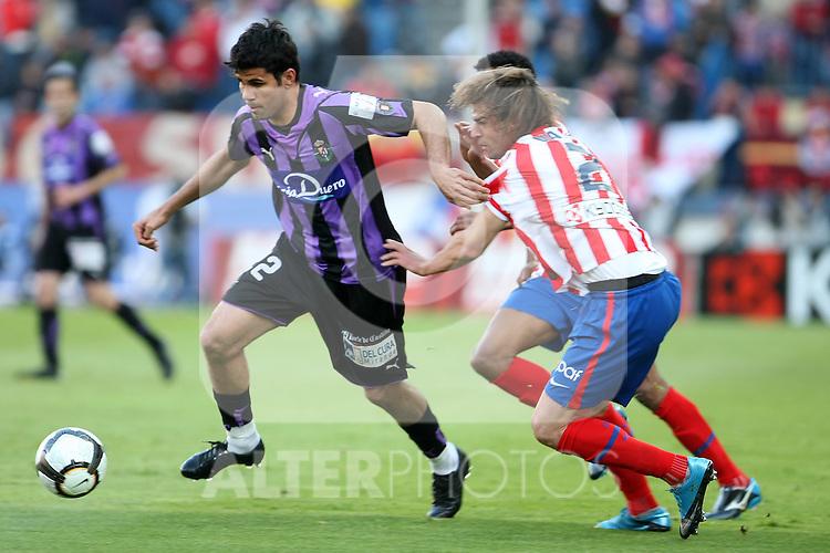Real Valladolid's Diego Costa (l) and Atletico de Madrid's Juan Valera during La Liga match. May 05, 2010. (ALTERPHOTOS/Acero)