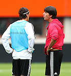 02.06.2011, Ernst Happel Stadion, Wien, AUT, UEFA EURO 2012, Qualifikation, Abschlusstraining Deutschland (GER), im Bild Mesut Özil, (GER) im Gespräch mit Bundestrainer Joachim Löw, (GER) // during the final training from Germany for the UEFA Euro 2012 Qualifier Game, Austria vs Germany, at Ernst Happel Stadium, Vienna, 2010-06-02, EXPA Pictures © 2011, PhotoCredit: EXPA/ T. Haumer