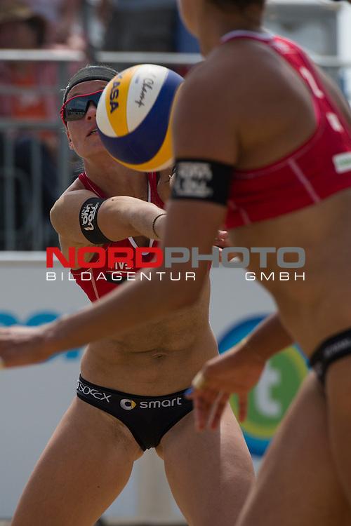19.07.2014, Den Haag, Beach Stadion Scheveningen<br /> FIVB Transavia Grand Slam, Viertelfinale<br /> <br /> Annahme Katrin Holtwick (#1 GER)<br /> <br />   Foto &copy; nordphoto / Kurth