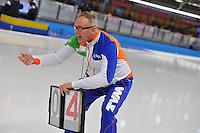 SCHAATSEN: BERLIJN: Sportforum, 08-12-2013, Essent ISU World Cup, Geert Kuiper (trainer/coach TVM schaatsploeg), rondebord, ©foto Martin de Jong