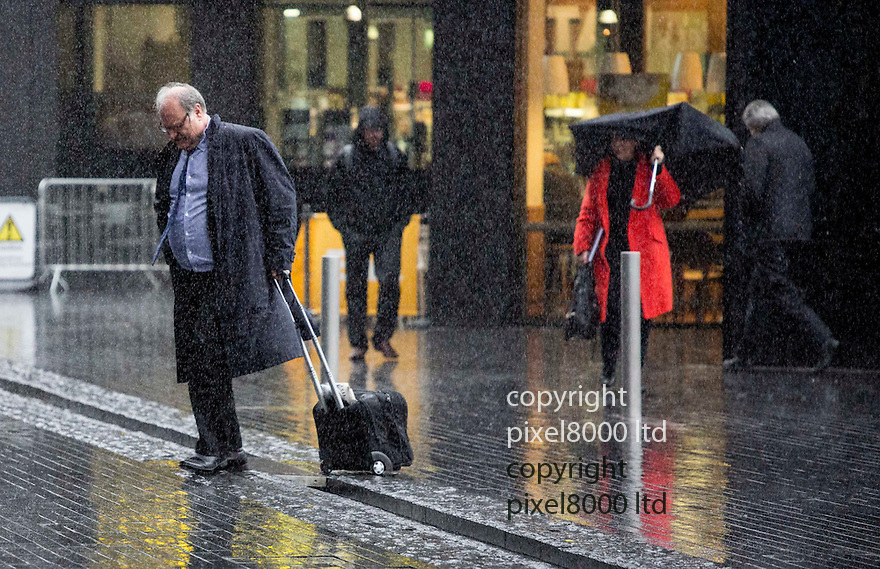 Pic shows: Wet weather London today - many people caught in heavy rain and showers  28.1.15<br /> <br /> <br /> <br /> <br /> Pic by Gavin Rodgers/Pixel 8000 Ltd