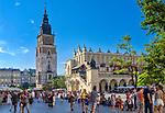 Kościół Mariacki i Sukiennice na Rynku Głównym w Krakowie.<br /> St. Mary's Church and the Cloth Hall on the Market Square in Krakow.