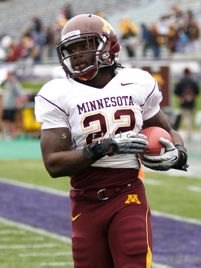 DUANE BENNETT, of the Minnesota Golden Gophers, in action during Minnesota's game against the Northwestern Wildcats on November 19, 2011 at Ryan Field in Evanston, IL. Northwestern beat Minnesota 28-13.
