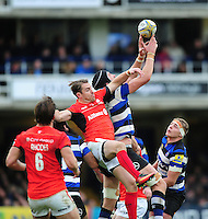 Luke Charteris of Bath Rugby claims the ball in the air. Aviva Premiership match, between Bath Rugby and Saracens on December 3, 2016 at the Recreation Ground in Bath, England. Photo by: Patrick Khachfe / Onside Images