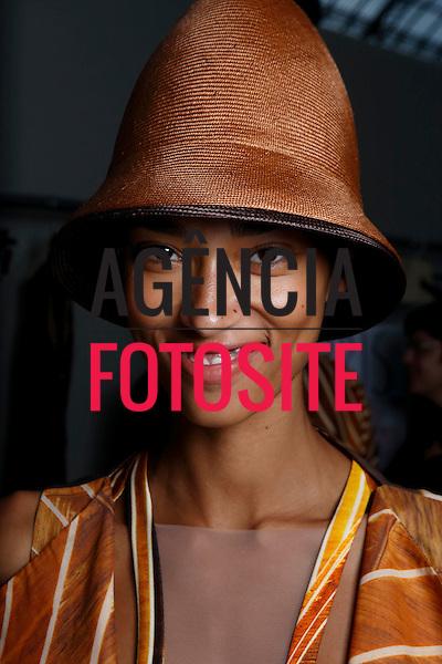 Paris, Franca&sbquo; 09/2013 - Desfile de Akris durante a Semana de moda de Paris  -  Verao 2014. <br /> Foto: FOTOSITE