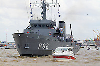 BELÉM, PA, 11.10.2014 - CÍRIO FLUVIAL / CÍRIO 2014 / BELÉM  - Imagem durante o  Círio Fluvial na manhã deste sábado(11) em Belém. a Santa é levada pelo Navio Hidroceanográfico Garnier Sampaio da Marinha do Brasil, pela Baia do Guajará, a procissões  é um das 12 do calendário oficial do Círio e a segunda maior . Durante o percurso Icoaraci - Belém, se vêem canoas de ribeirinhos , barcos, iates e simples que seguem a procissão.(Foto: Paulo Lisboa / Brazil Photo Press)