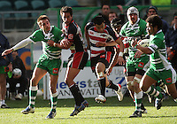Manawatu winger Andre Taylor (left) passes to Tevita Taufui (right) for his first try during the Air NZ Cup rugby match between Manawatu Turbos and Counties-Manukau Steelers at FMG Stadium, Palmerston North, New Zealand on Sunday, 2 August 2009. Photo: Dave Lintott / lintottphoto.co.nz