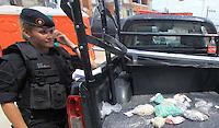 RIO DE  JANEIRO,  27 DE  MARÇO DE  2012-  Policiais  do batalhão de  opeções  especiais( BOPE) e do  batalhão  de  choque , realizão  operação  no complexo  do  alemão  para  im´plantação  de Unidade de  Polícia  pacificadora (UPP).Na  operação  foi apreendido cerca  de  1150 papelotes  de  cocaína, 150 trouxinhas  de maconha e 100 pedras de crack, próximo a  estação  do teleférico do Itararé.<br /> Guto Maia / Brazil Phot Press