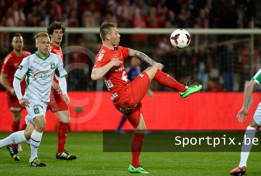 KV Kortrijk - Cercle Brugge : Teddy Chevalier met de controle <br /> foto VDB / BART VANDENBROUCKE