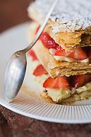 """Europe/France/Bretagne/29/Finistère/ Concarneau: Millefeuille aux fraises de Plougastel recette de  Jean Francois Sicallac  du Restaurant """"La Coquille"""""""