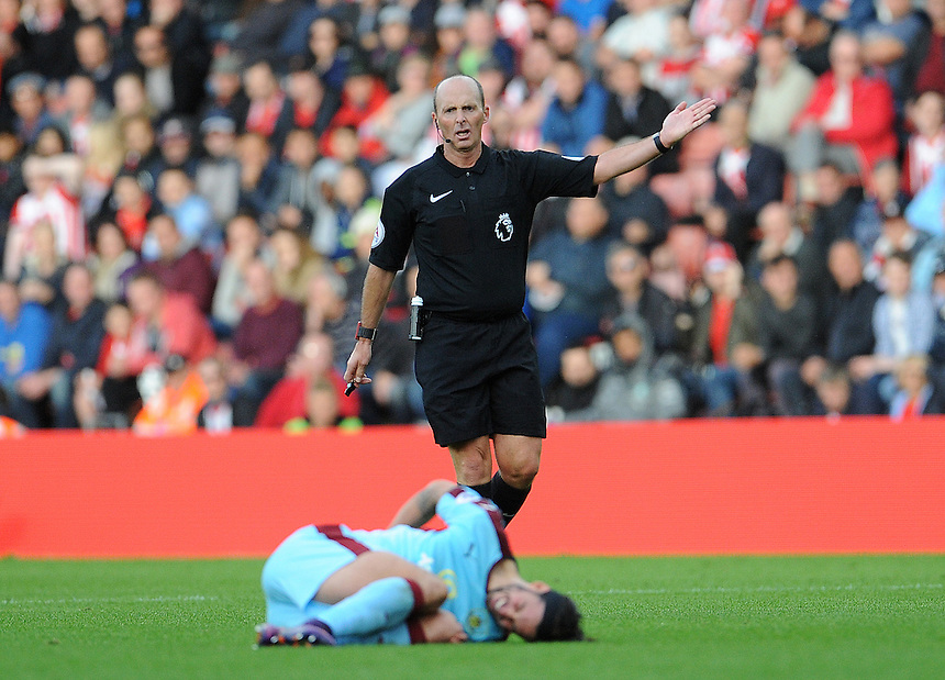 Referee Mike Dean in action during todays match  <br /> <br /> Photographer Ian Cook/CameraSport<br /> <br /> The Premier League - Southampton v Burnley - Sunday 16th October 2016 - St Mary's Stadium - Southampton<br /> <br /> World Copyright &copy; 2016 CameraSport. All rights reserved. 43 Linden Ave. Countesthorpe. Leicester. England. LE8 5PG - Tel: +44 (0) 116 277 4147 - admin@camerasport.com - www.camerasport.com