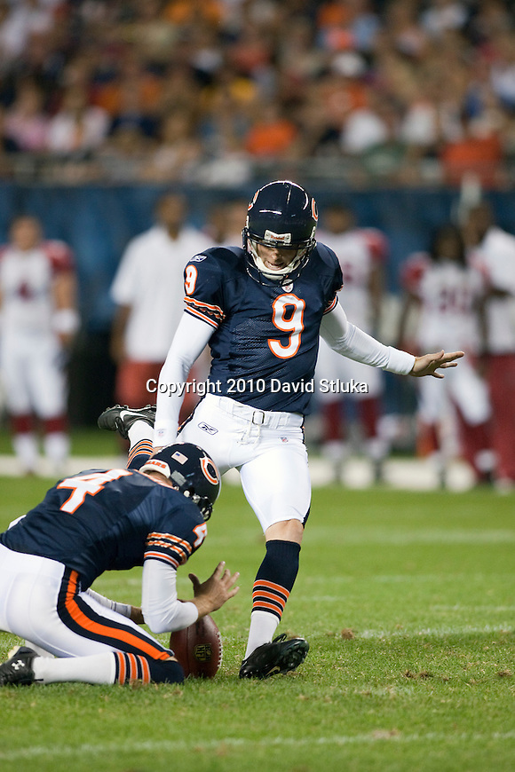 Chicago Bears kicker Robbie Gould (9) kicks the ball during an NFL preseason football game against the Arizona Cardinals on Saturday, August 28, 2010, in Chicago. (AP Photo/David Stluka)