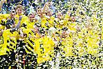 13.08.2014, Signal Iduna Park , Dortmund, GER, DFL-Supercup, Borussia Dortmund vs. FC Bayern Muenchen / M&uuml;nchen, im Bild: Sebastian Kehl #5 (Borussia Dortmund) haelt den Supercup in die Luft und freut sich mit Adrian Ramos #20 (Borussia Dortmund), Sokratis Papastathopoulos #25 (Borussia Dortmund), Oliver Kirch #21 (Borussia Dortmund), Torwart Mitchell Langerak #22 (Borussia Dortmund) und Marcel Schmelzer #29 (Borussia Dortmund)<br /> <br /> Foto &copy; nordphoto / Grimme