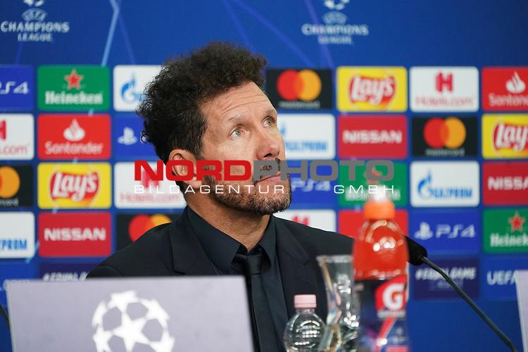 06.11.2019, BayArena, Leverkusen, Championsleague, Vorrunde, 4. Spieltag, GER, UEFA  CL, Bayer 04 Leverkusen (GER) vs. Atletiko Madrid (ESP),<br />  <br /> UEFA regulations prohibit any use of photographs as image sequences and/or quasi-video<br /> <br /> im Bild / picture shows: <br /> Pressekonferenz (PK) nach dem Spiel,  Diego Simeone Trainer / Coach (Atletico Madrid), <br /> <br /> Foto © nordphoto / Meuter<br /> <br /> <br /> <br /> Foto © nordphoto / Meuter