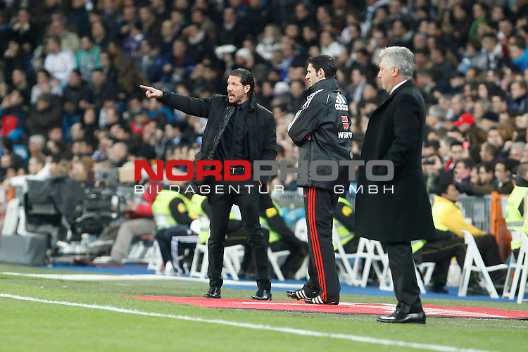 Real Madrid¬¥s coach Ancelotti (R) and Atletico de Madrid¬¥s  coach Simeone (L) during King¬¥s Cup (Copa del Rey) semifinal match in Santiago Bernabeu stadium in Madrid, Spain. February 05, 2014. Foto © nph / Victor Blanco)