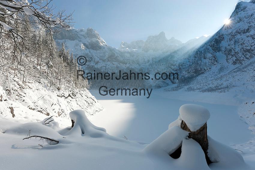Austria, Upper Austria, Salzkammergut, Gosau: winter scenery at Upper Gosau Lake with Dachstein mountains | Oesterreich, Oberoesterreich, Salzkammergut, Gosau: Winterlandschaft am hinteren Gosausee mit Dachsteingruppe