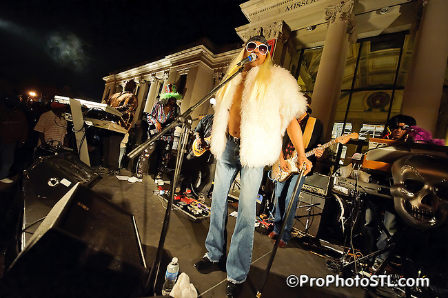 The Dirty Muggs Band in Twilight Tuesday concert at Missouri Historical Museum in Forest Park on Oct 4, 2011.