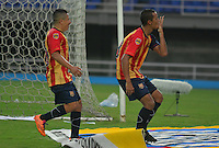 PEREIRA -COLOMBIA-07-02-2015. Andres Ricaute (Der) jugador Aguilas Pereira celebra un gol de penalty anotado a Uniautonoma durante partido por la fecha 2 de la Liga Águila I 2015 jugado en el estadio Hernán Ramírez Villegas de Pereira./ Andres Ricaute (R) player of Aguilas Pereira celebrates a goal of penalty scored to Uniautonoma during match for the second date of the Aguila League I 2015 played at Hernan Ramirez Villegas of Pereira city.  Photo:VizzorImage/ CONT