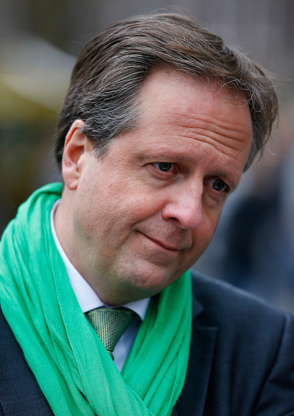 Dutch party leader Alexander Pechtold of the Democrats 66 (D66) party campaigns for the 2017 Dutch election in Utrecht, Netherlands March 4 , 2017. REUTERS/Michael Kooren
