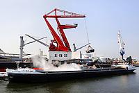 Haven van Rotterdam. European Bulk Services. Laden van een schip.
