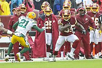 Landover, MD - September 23, 2018: Washington Redskins tight end Vernon Davis (85) catches a pass during the  game between Green Bay Packers and Washington Redskins at FedEx Field in Landover, MD.   (Photo by Elliott Brown/Media Images International)
