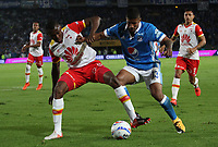 BOGOTÁ- COLOMBIA, 13-12-2017:Harold  Mosquera (Der.) jugador de Millonarios disputa el balón con Hector Urrego (Izq.) jugador del  Independiente Santa Fe, durante  el primer partido por la final  ida de la Liga Aguila 2017  entre   Millonarios  y e Independiente Santa Fe , jugado en el estadio Nemesio Camacho El Campín de la ciudad de Bogotá. /Harold Mosquera (Der.) Millonarios player fights the ball with Hector Urrego (Izq.) Player of Independiente Santa Fe , during firts match of the final round of the Aguila League 2017 between Millonarios  and Independiente Santa Fe , played at the Nemesio Camacho El Campin stadium in Bogota city: Vizzorimage / Felipe Caicedo / Staff