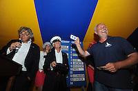 SKUTSJESILEN: GROU: Tent Halbertsmaplein, 27-07-2012, Jan Feike Hoekstra (voorzitter SKG), Sicco van der Meer (SKG), schipper Pieter Brouwer (Heerenveen), ©foto Martin de Jong