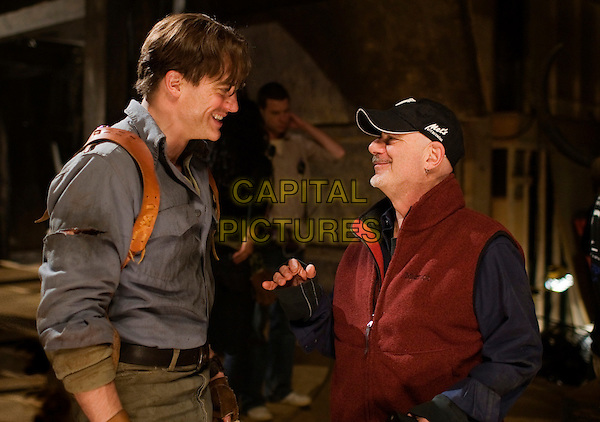 BRENDAN FRASER & ROB COHEN (DIRECTOR).on the set of The Mummy: Tomb of the Dragon Emperor .(Mummy 3).*Filmstill - Editorial Use Only*.CAP/FB.Supplied by Capital Pictures.