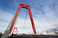 Nederland Rotterdam 2015. De Willemsbrug over de Maas. Foto Berlinda van Dam / Hollandse Hoogte