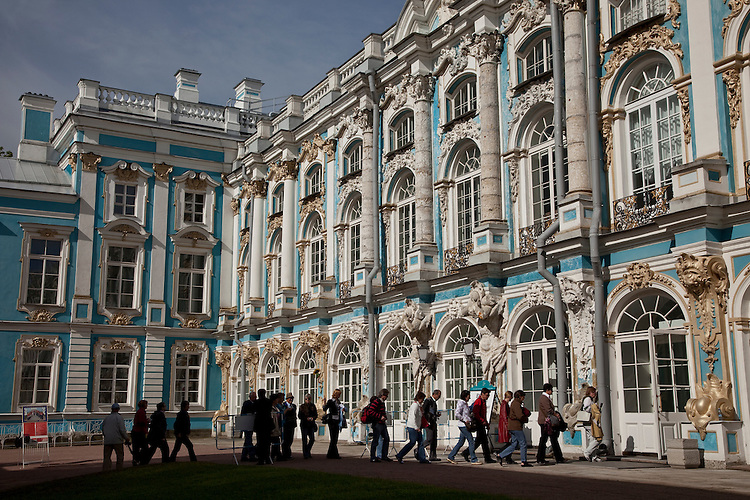 The Catherine Palace, built in the baroque style, was constructed by Elizabeth in memory of her mother Caherine I. to whom the modest estate had belonged from 1710.
