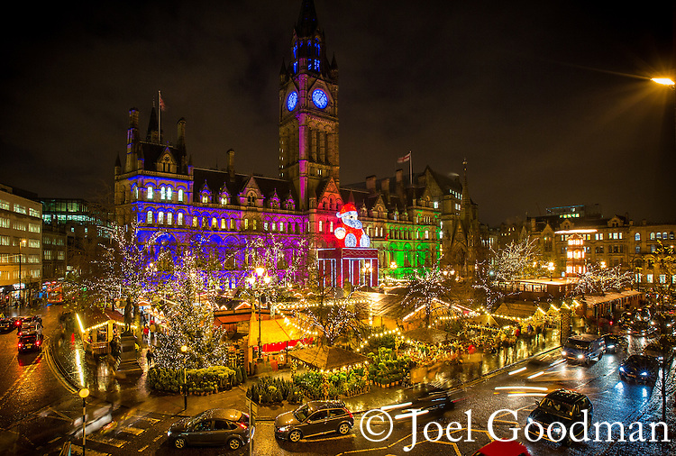 © Joel Goodman - 07973 332324 . 29 November 2013 . Manchester , UK . GV general view of Albert Square and Manchester Town Hall with the 2013 Christmas Market in full swing . Photo credit : Joel Goodman
