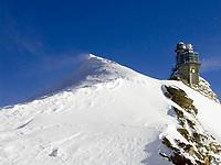 CHE, Schweiz, Kanton Bern, Berner Oberland, Grindelwald: Blick vom Jungfraujoch auf das Aussichtsgebaeude Sphinx   CHE, Switzerland, Bern Canton, Bernese Oberland, Grindelwald: view from Jungfraujoch at Sphinx look-out