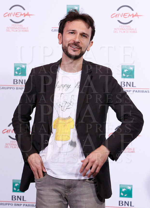 L'attore Paolo Cioni posa durante un photocall per la presentazione del film &quot;Fino a qui tutto bene&quot; al Festival Internazionale del Film di Roma, 22 ottobre 2014.<br /> Italian actor Paolo Cioni poses for a photocall to present the movie &quot;Fino a qui tutto bene&quot; during the international Rome Film Festival at Rome's Auditorium, 22 October 2014.<br /> UPDATE IMAGES PRESS/Riccardo De Luca