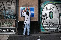 BUENOS AIRES, ARGENTINA, 14.11.2015 - ELEIÇÕES-ARGENTINA - Milhares de pessoas tomam as ruas de Buenos Aires, em apoio ao candidato à presidência da Argentina, Daniel Scioli na véspera do debate presidencial com o seu opositor Mauricio Macri. Dia 22 de novembro acontece o primeiro segundo turno da história da Argentina, entre os dois candidatos. (Foto: Patricio Murphy/Brazil Photo Press)