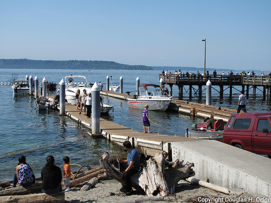 Boat launch at redondo beach wa in the city of des moines for Fishing in seattle washington