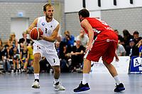 UITHUIZEN = Basketbal, Donar - Aris, voorbereiding seizoen 2017-2018, 02-09-2017,  Donar speler Aron Roye met Aris speler Stefan Mladenovic