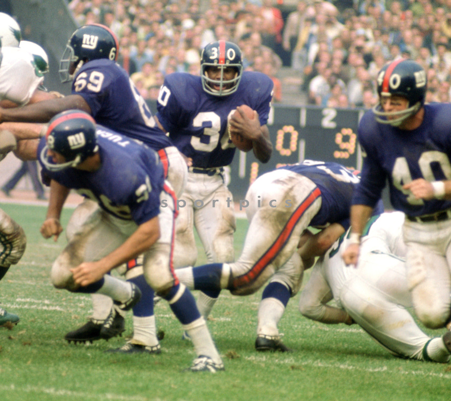 New York Giants Ron Johnson(40) during a game agains the Philadelphia Eagles on October 11, 1970 at Yankee Stadium in the Bronx, New York. The Philadelphia Eagles beat the Minnesota Vikings 30-23.  Ron Johnson played for 7 season with 2 different teams and was a 2-time Pro Bowler.(SportPics)