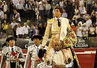 MANIZALES-COLOMBIA. 05-01-2016: Andres Roca rey sale en hombros durante la segunda corrida como parte de la versión número 60 de La Feria de Manizales 2016 que se lleva a cabo entre el 2 y el 10 de enero de 2016 en la ciudad de Manizales, Colombia. / The bullfighter Andres Roca Rey out on shoulders during the second bullfight as part of the 60th version of Manizales Fair 2016 takes place between 2 and 10 January 2016 in the city of Manizales, Colombia. Photo: VizzorImage / Santiago Osorio / Cont