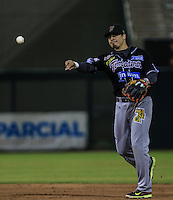 Ramiro Peña, durante el tercer juego de la Serie entre Tomateros de Culiacán vs Naranjeros de Hermosillo en el Estadio Sonora. Segunda vuelta de la Liga Mexicana del Pacifico (LMP) **26Dici2015.<br /> **CreditoFoto:LuisGutierrez<br /> **<br /> Shares during the third game of the series between Culiacan Tomateros vs Orange sellers of Hermosillo in Sonora Stadium. Second round of the Mexican Pacific League (PML)