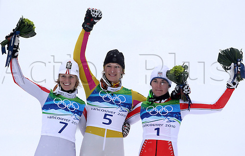 26 02 2010 Copyright Actionplus/GEPA Pictures . 2010 Vancouver Winter Olympic Games. Whistler Canada 26 Feb 10  Ski Alpine Slalom for women Flower Ceremony Picture shows the cheering from Marlies Shield AUT Mary Riesch ger and Sarka Zahrobska CZE .  Photo : Imago/Actionplus. Editorial Use UK.