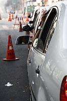 """ATENCAO EDITOR: FOTO EMBARGADA PARA VEICULOS INTERNACIONAIS - SAO PAULO, SP, 17 DE SETEMBRO 2012 - TRANSITO PAULISTA - SEMANA MUNDIAL DO DIA SEM CARRO - Segundo dia da Campanha """"De carona para um amigo e use a faixa reversível"""" - devido a interdicao do viaduto Orlando Murgel o transito e intenso entre a ponte da Casa Verde e Av Rudge sentido centro da capital paulista - 18  - FOTO LOLA OLIVEIRA - BRAZIL PHOTO PRESS"""