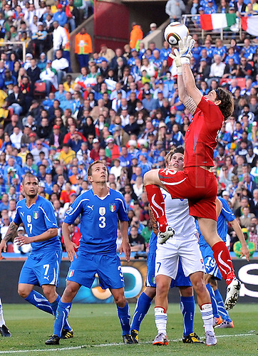 24 06 2010  Parata Tue Federico Marchetti Italy, The 2010 FIFA World Cup Group F Match Italy v Slovakia, Ellis Park Stadium, Johannesburg