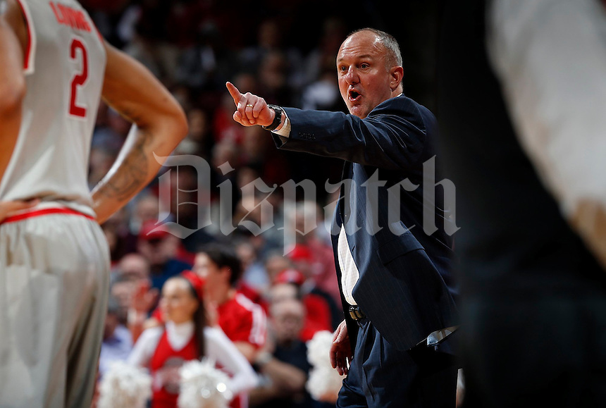 Ohio State Head Coach Thad Matta talks with Ohio State Buckeyes forward Marc Loving (2) in the first half of their game at Value City Arena in Columbus, Ohio on January 25, 2015. (Columbus Dispatch photo by Brooke LaValley)