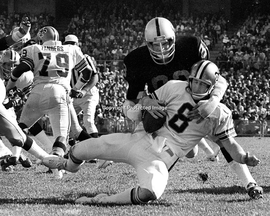 New Orleans QB Archie Manning is sacked by linebacker Ted Hendricks..(1975 photo/Ron Riesterer)